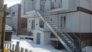 escalier extérieur en galvanisé après