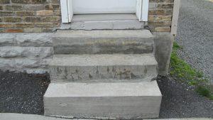 escalier extérieur en ciment avant